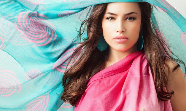 Les foulards et les écharpes, des accessoires de mode pratiques