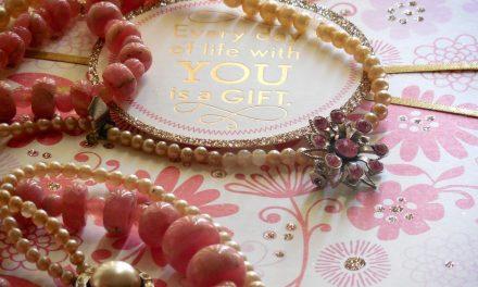 Bijoux vintages : des accessoires d'antan portés au gout du jour