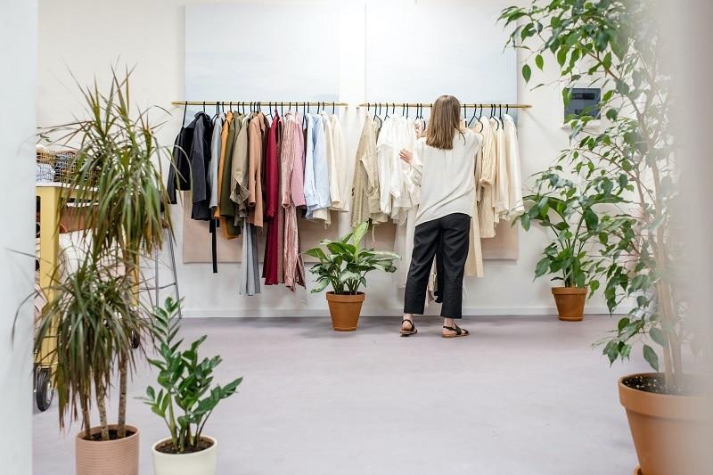 La mode éthique dans une box de vêtements pour femme